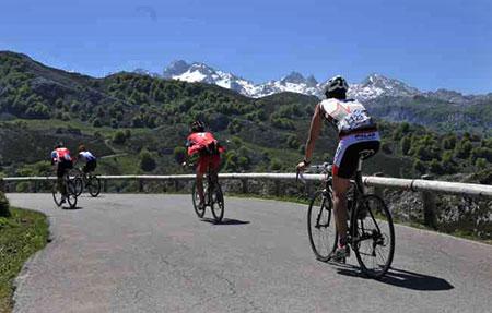 Se celebró la Clásica Cicloturista Lagos de Covadonga