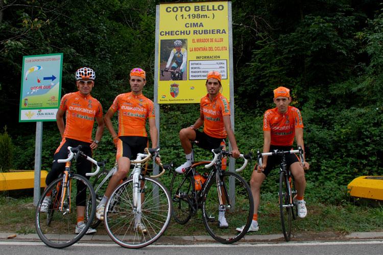El Euskaltel reconociendo la etapa reina de la Vuelta a España 2010