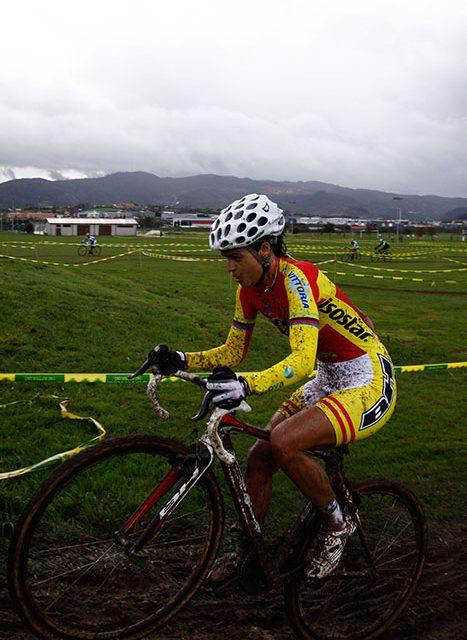 El barro llegó al V Ciclocross de La Morgal