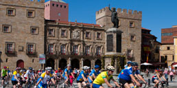 Europa saluda a Gijón en bici