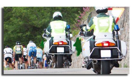 Normas a seguir por los vehículos de apertura y cierre en carreras y marchas ciclistas