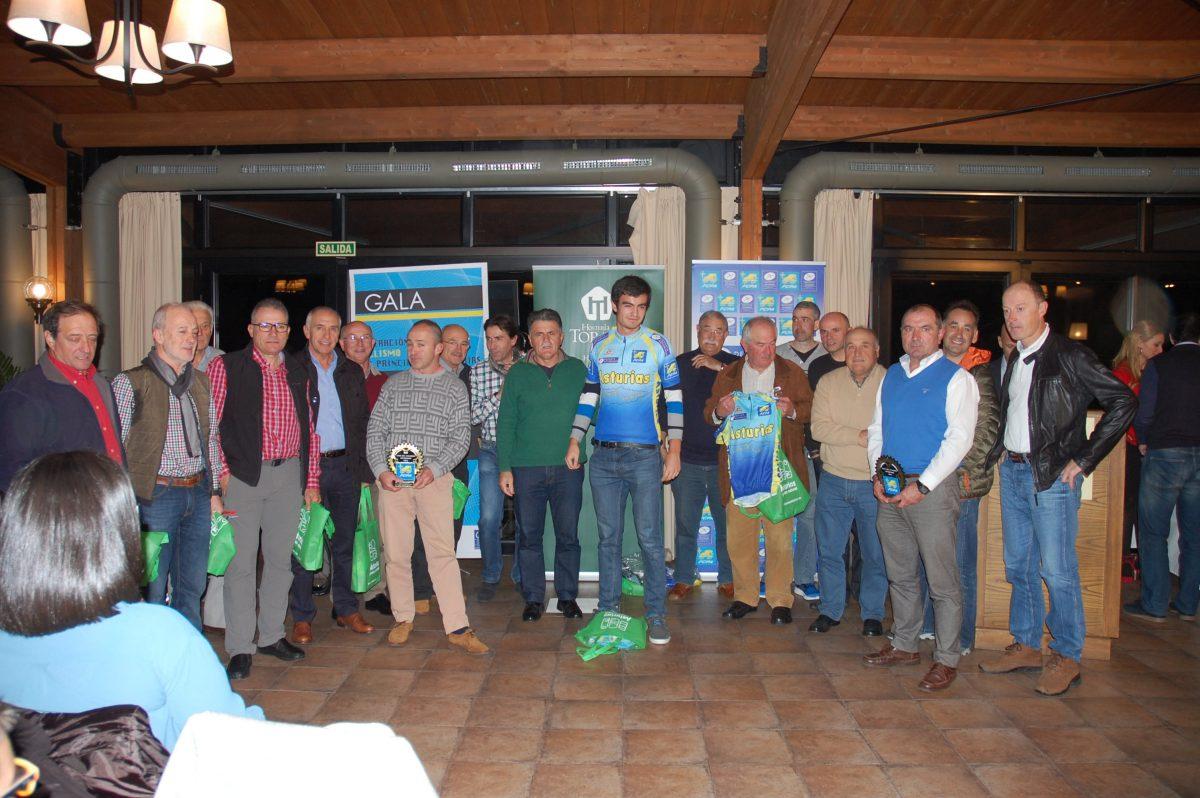 cicloturistas premiados_gala-ciclismo-asturiano-2016