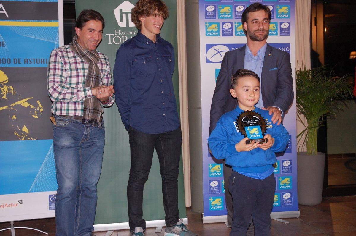 los mas pequeños tambien tuvieron reconocimiento_gala-ciclismo-asturiano-2016