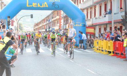 Marc Brustenga gana al sprint en Figaredo