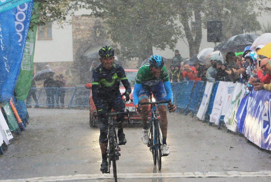 Nairo Quintana reina en El Acebo tras en una etapa épica