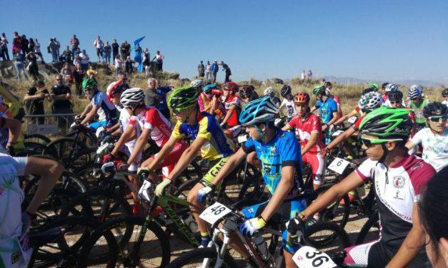 Las categorías inferiores del ciclismo asturiano vivieron una experiencia única en Ávila