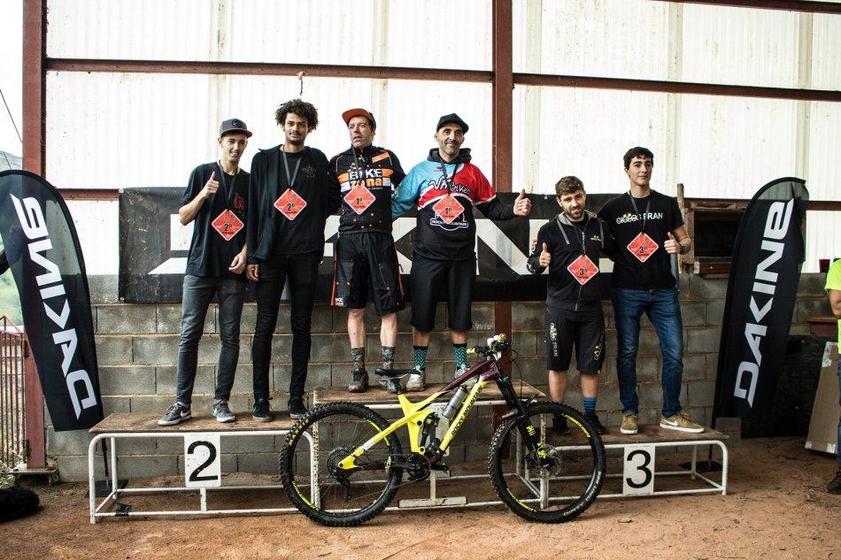 la-temporada-de-enduro-en-asturias-se-despidio-con-la-celebracion-de-cocanin-enduro-team-race_Podium E2