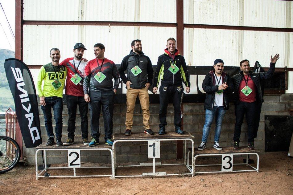 la-temporada-de-enduro-en-asturias-se-despidio-con-la-celebracion-de-cocanin-enduro-team-race_Podium Ebike